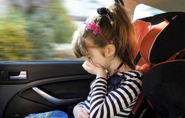 Девочку укачало в машине