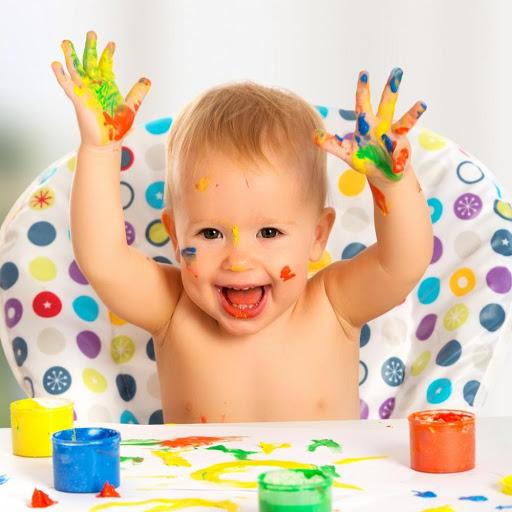 Малыш и пальчиковые краски
