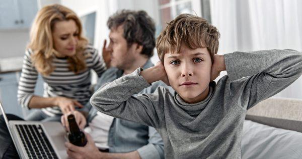 Можно ли обсуждать при детях родственников