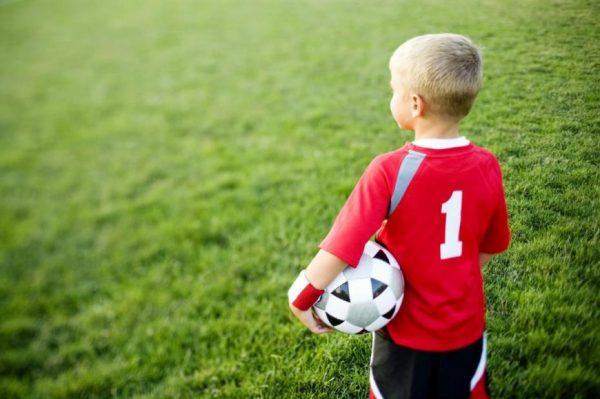 Мальчик-футболист