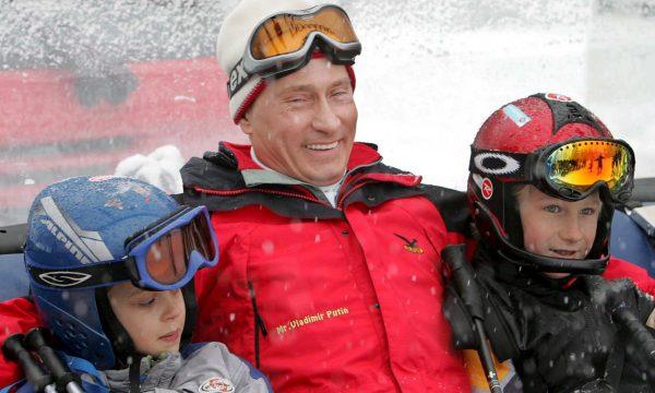 Владимир Путин с внуками
