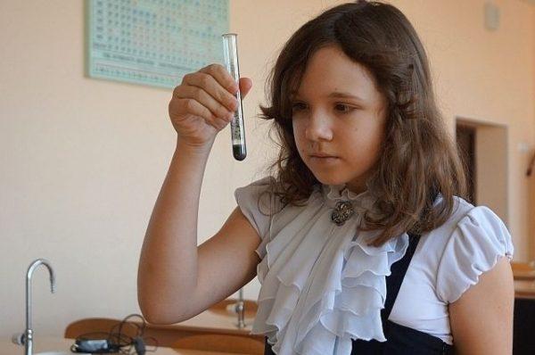 Алина Беляева на химии