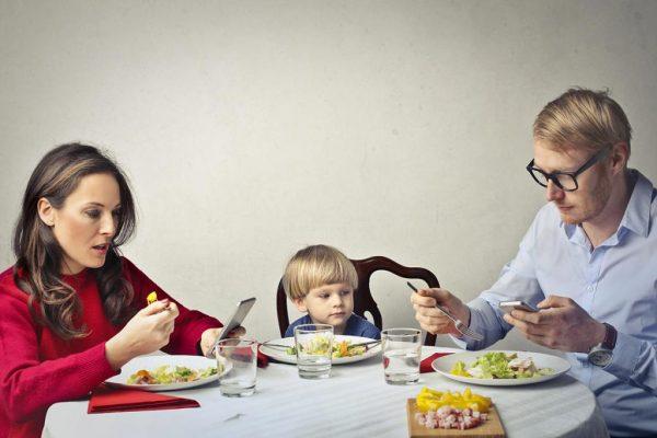 Игнорирование ребенка родителями