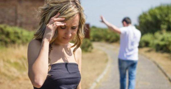 Девушка уходит от парня