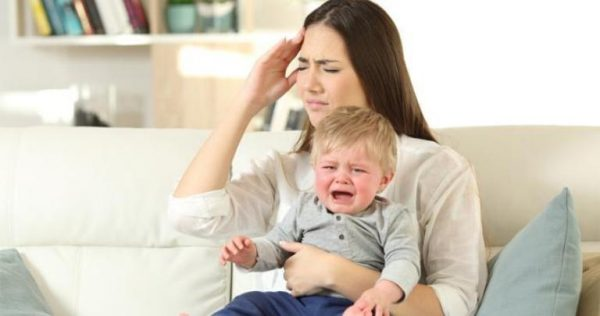 Мама и плачущий ребенок