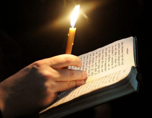 Свеча и молитвослов