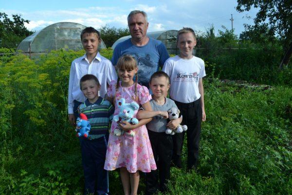 Роман Антишин с детьми