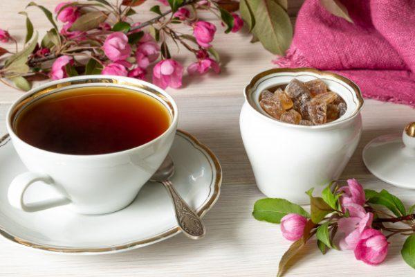 Чай и кусковой сахар