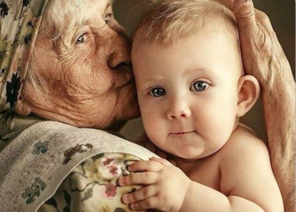 бабушка с малышом