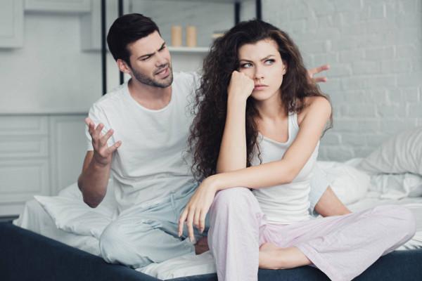 Муж и жена ругаются