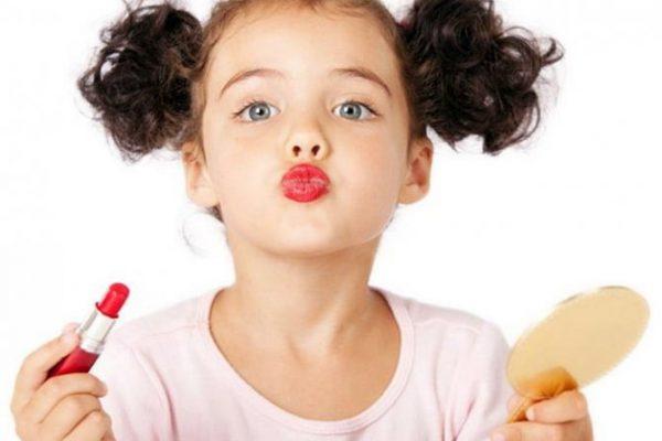девочка и губы