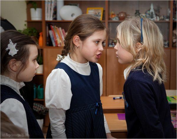 девочки ссорятся