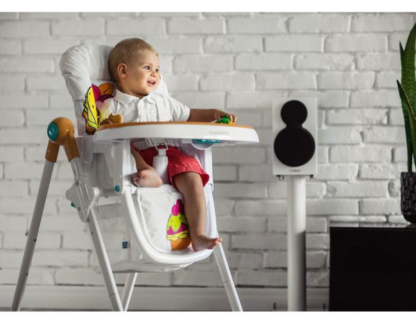 малыш на стульчике