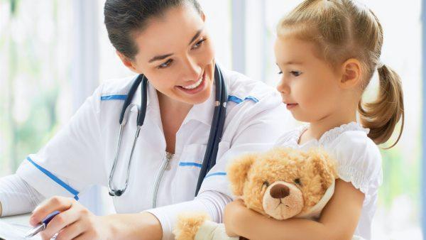 Девочка и педиатр