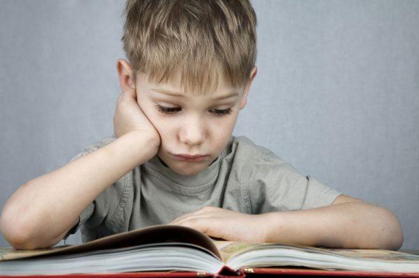 ребенок учится