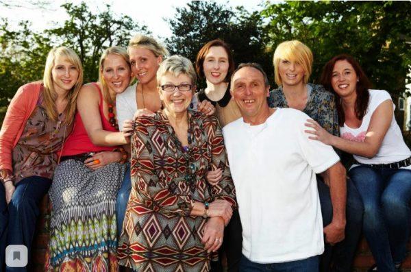 Первая в мире семья, родившая шесть сестёр близнецов. Как сложилась судьба девочек 37 лет спустя