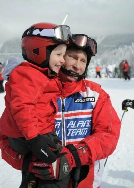 Владимир Путин с внуком на горнолыжном курорте