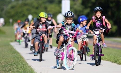 Дети занимаются в секции велоспорта