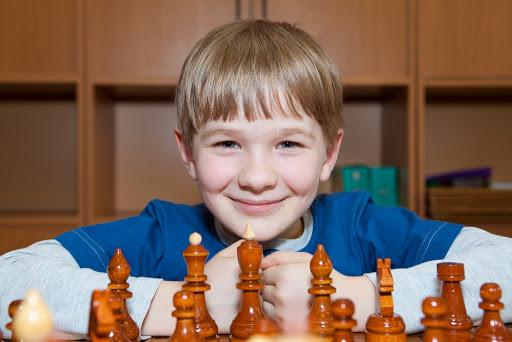 Мальчик с шахматами