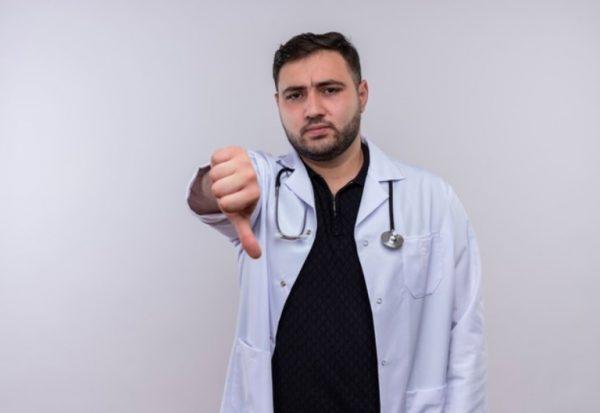 Недовольный врач