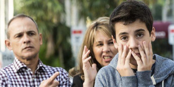 Ребенок стыдится родителей