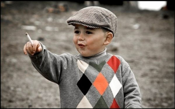 Мальчик с сигаретой