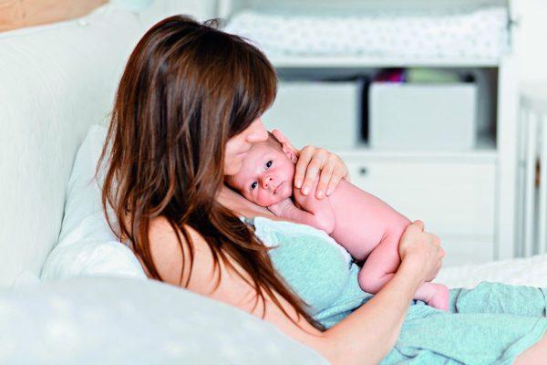 Мама и малыш после родов