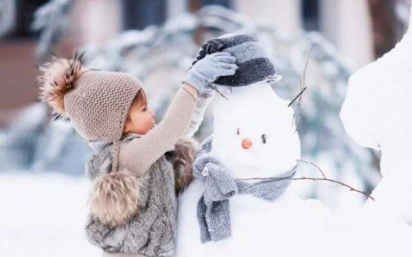 Девочка и снеговик