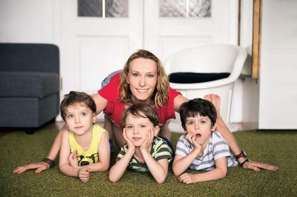 Мария Болтнева с сыновьями