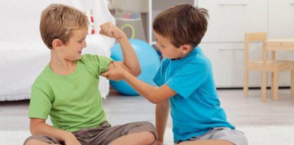 Мальчики спорят