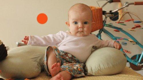 Во сколько месяцев мальчиков можно сажать на горшок, в подушки, ходунки и прыгунки