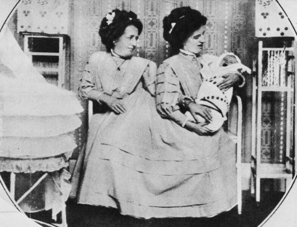 Сестры Блажек с сыном