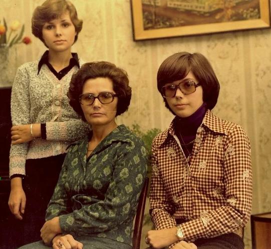 Валентина Гагарина с подросшими дочерями