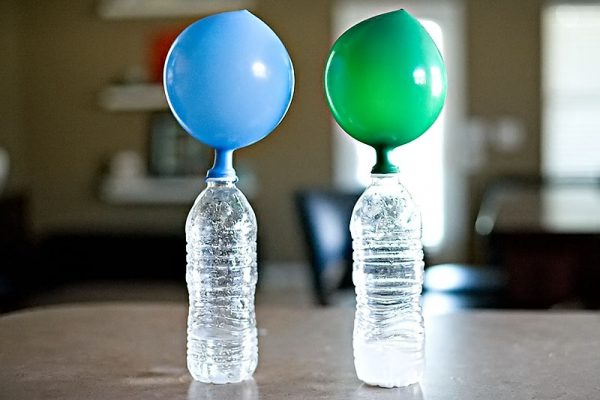 шарик на бутылке
