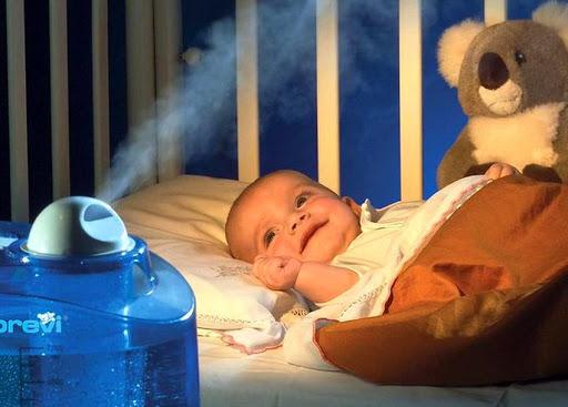 В комнате малыша работает увлажнитель