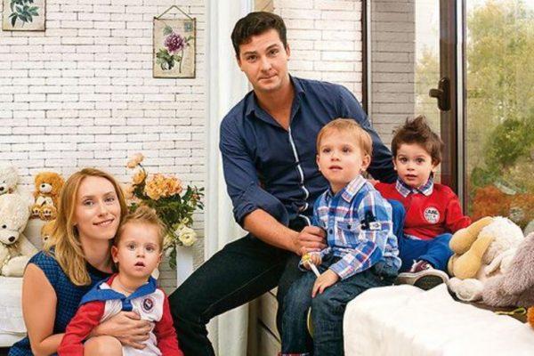 Мария Болтнева с сыновьями и отцом