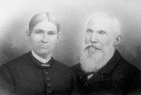 Два брата, семилетний Джордж и пятилетний Джозеф, потерялись в Пенсильвании в 1856 году. Их искали две недели, но поиски были тщетными. Обнаружить мальчиков помогло если не провидение, то, по крайней мере, странное совпадение. Рассказываем таинственную историю, которая случилась в Аллегейских горах больше 150 лет назад, но о ней помнят до сих пор. Прочь из штата Индиана Сэмюэл и Сюзанна Кокс поженились 30 декабря 1847 года в Джонстауне, небольшом городке в горах Пенсильвании. Двадцатилетние, храбрые и отчаянно стремящиеся найти лучшую жизнь, новобрачные не захотели долго задерживаться в холодной и неприветливой Пенсильвании. Куда проще, как казалось Коксам, было устроиться в богатеющей Индиане. Поначалу все шло хорошо: Сэмюэл и Сюзанна обосновались на новом месте, а через год у них родился первенец Джордж. Через два года Сюзанна забеременела вновь и родила еще одного сына, Джозефа. А потом в Индиану пришла малярия. Сюзанна и Сэмюэл Кокс