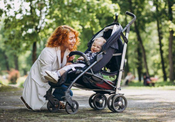 Мама с ребенком и коляской
