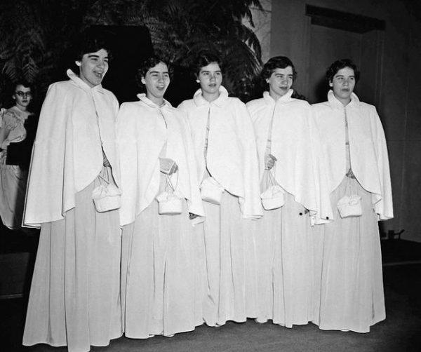 Пятерняшкам Дионн по 16 лет