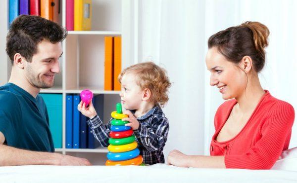 Мама ребенок и папа