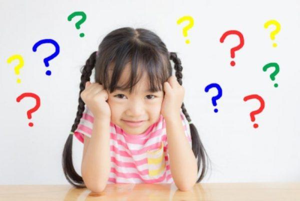 Девочка и вопросительные знаки