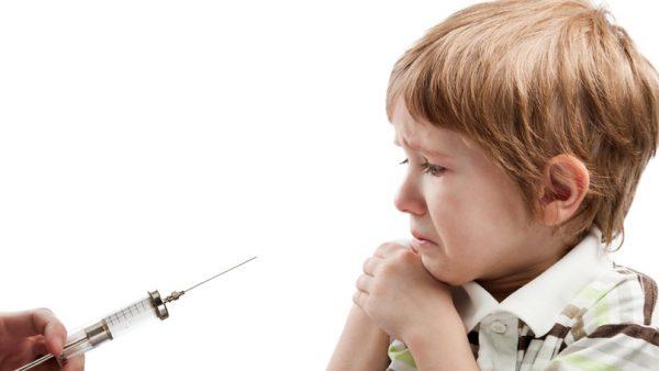 Ребенок боится уколов. Фото
