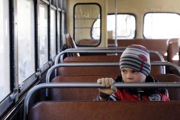 Ребенок в автобусе. Фото Инфантильный ребенок. Фото smartum.com.ua