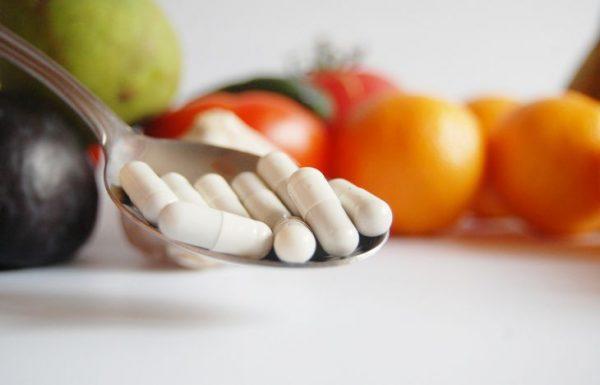 Таблетки и фрукты
