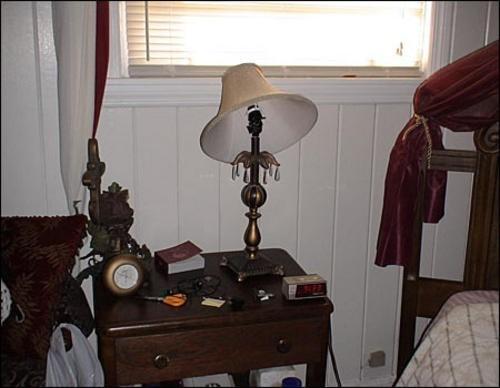 Бардак в спальне Тары
