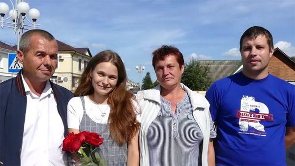Пропавшая Юлия Горина с биологическими родителями