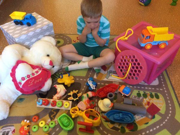 Ребенок не играет с игрушками