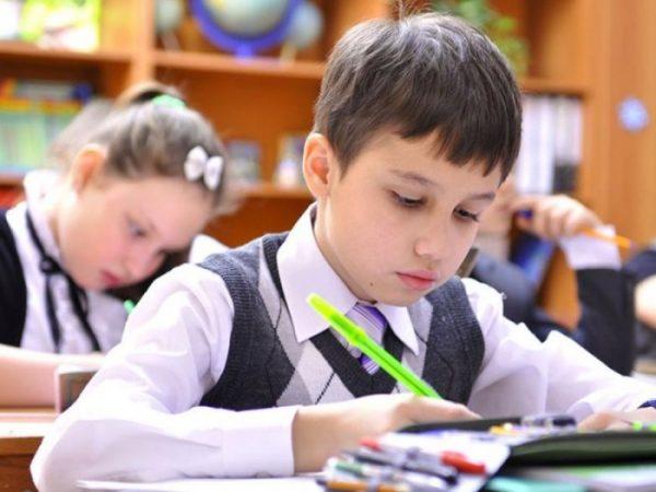 Школьники пишут контрольную