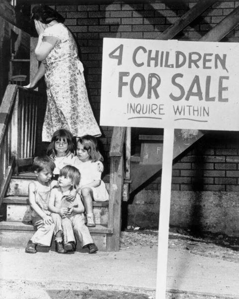 Американка, продающая четверых детей