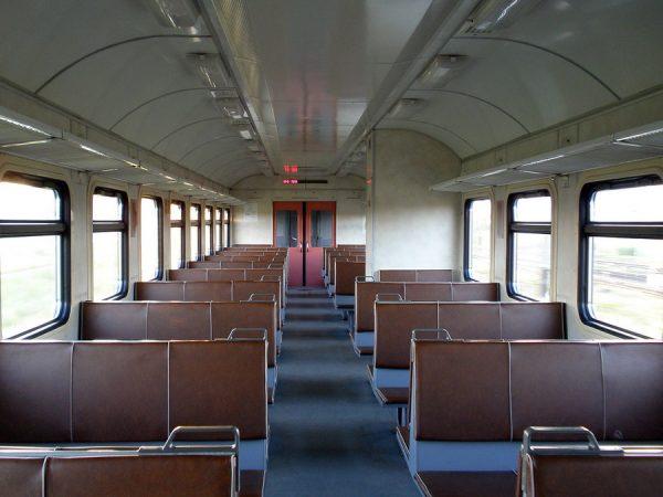 Пустой вагон электрички